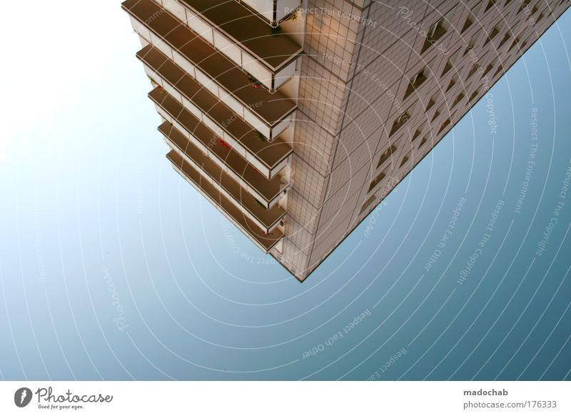 Bei jedem Atemzug stehen wir vor der Wahl, ... Himmel blau Einsamkeit Architektur Gebäude Stimmung elegant modern außergewöhnlich Hochhaus Macht einzigartig Balkon Geometrie Ausdauer gigantisch