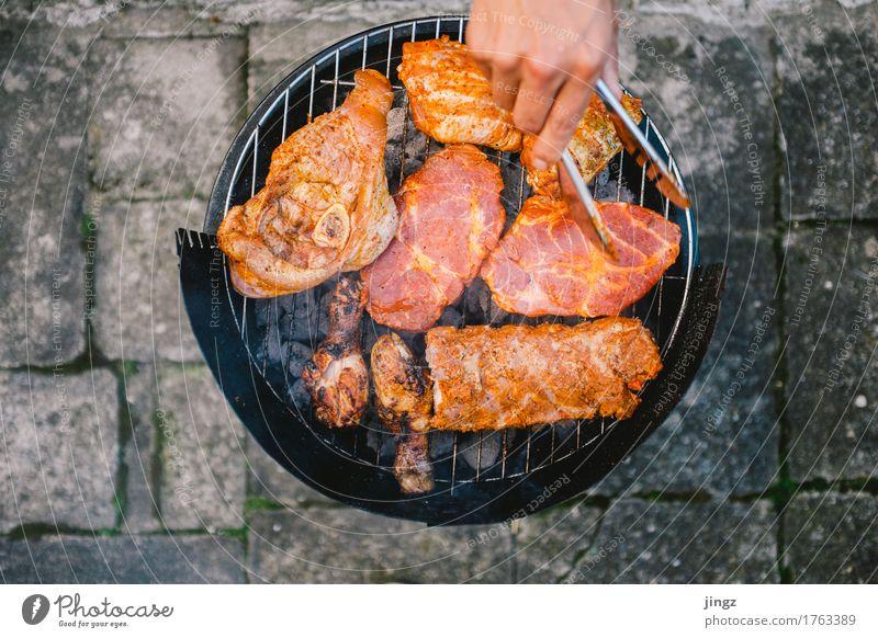 Frischfleisch #3 Mensch Hand schwarz Essen orange frisch lecker heiß Appetit & Hunger Fleisch Grill saftig Steak Grillrost Geflügel Grillsaison