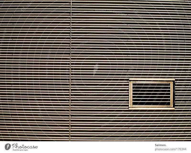 Augenbrennen Fenster Wand Architektur Gebäude Mauer Linie glänzend Design außergewöhnlich Fabrik Stress eckig Parkhaus gerade Wellblech Blech