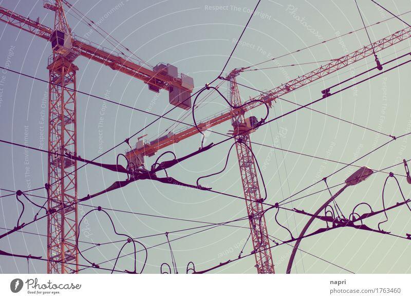 Das Leben ist eine Baustelle II Stadt Stadtzentrum bauen Kran Baukran unordentlich Durcheinander Straßenkreuzung Kabelsalat Berlin Oberleitung unvollendet