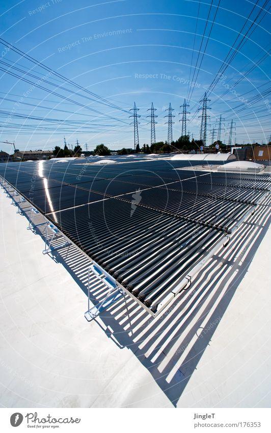 Schöne neue Welt Himmel blau Stadt weiß Haus schwarz Umwelt Wärme Gebäude Metall glänzend Kraft Energiewirtschaft Glas ästhetisch Schönes Wetter