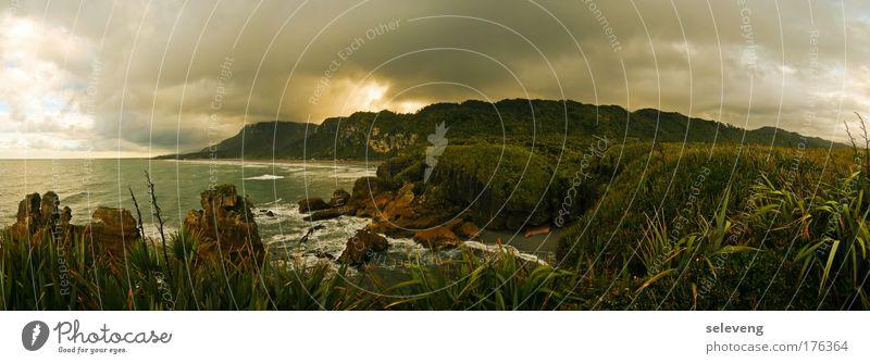 bedrohlich schön Meer Berge u. Gebirge Landschaft Küste groß Format Panorama (Bildformat) Gewitterwolken Endzeitstimmung