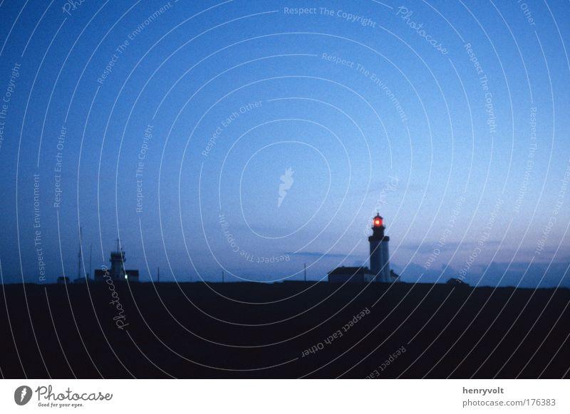 Himmel blau Stimmung Europa ästhetisch Insel Nachthimmel Gelassenheit Frankreich Leuchtturm Bretagne Finistere