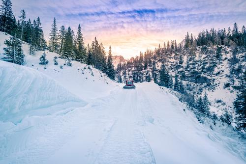 Alpenstraße kartiert im Schnee, Österreich Himmel Natur Ferien & Urlaub & Reisen blau Farbe schön weiß Baum Landschaft Wolken Winter Wald Berge u. Gebirge kalt
