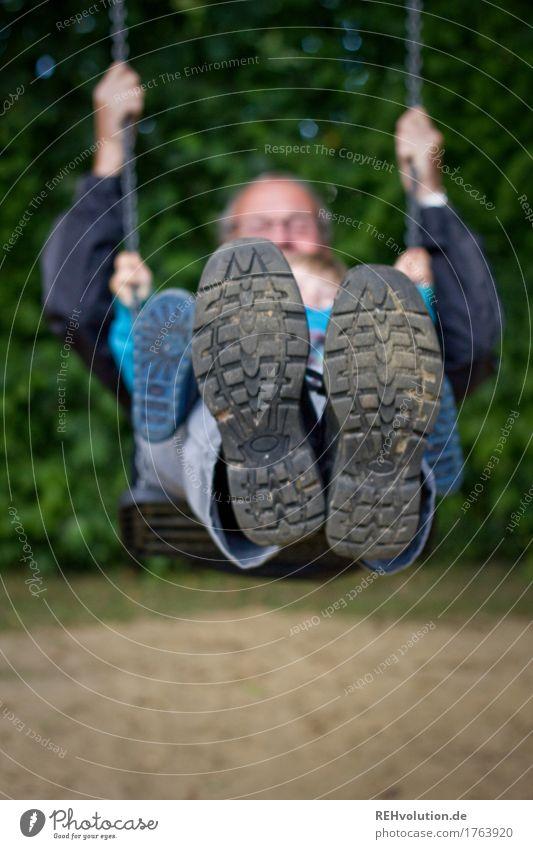 schaukelspaß Mensch Kind Natur Mann Freude Umwelt Senior natürlich Bewegung Junge Spielen Familie & Verwandtschaft Glück Garten Fuß Zusammensein