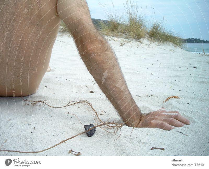 Just relax Sommer Strand Meer Mann Hand abstützen Halm anlehnen Freizeit & Hobby Ferien & Urlaub & Reisen Erholung Wellness Kur Kurort nackt Aufenthalt ruhig