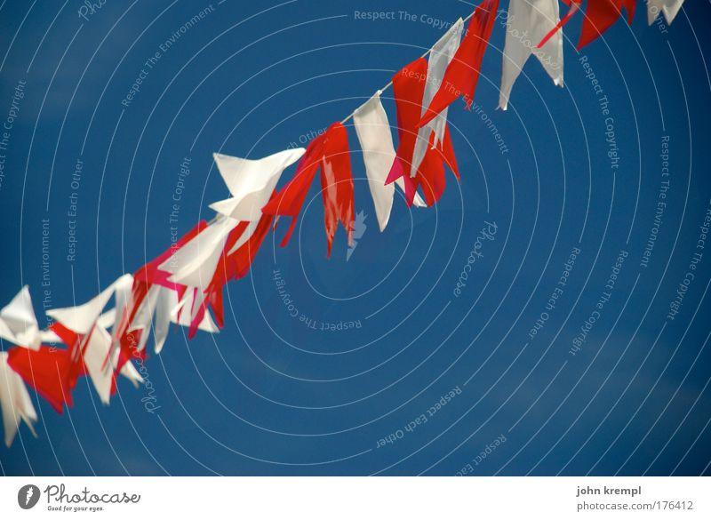 tendenz steigend Farbfoto mehrfarbig Textfreiraum links Textfreiraum rechts Textfreiraum unten Wolkenloser Himmel Fahne Feste & Feiern hängen heiß positiv
