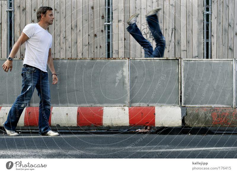 so oder so, scheiss egal Mensch Mann Hand Erwachsene Spielen lustig Beine Fuß gehen Arme Freizeit & Hobby laufen maskulin Verkehr stehen Lifestyle