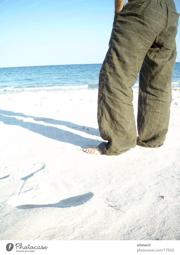 Lonesome on the beach I Himmel Mann Wasser Ferien & Urlaub & Reisen Sonne Sommer Meer Strand ruhig Ferne Erholung Sand Denken Horizont Wellen Freizeit & Hobby