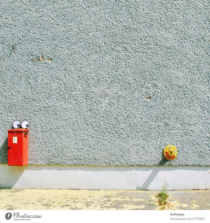 feuer und flamme rot Gesicht Erwachsene Auge gelb Wand grau lachen träumen Mund Zeichen Homosexualität Feuerwehr Brandschutz Schutz androgyn