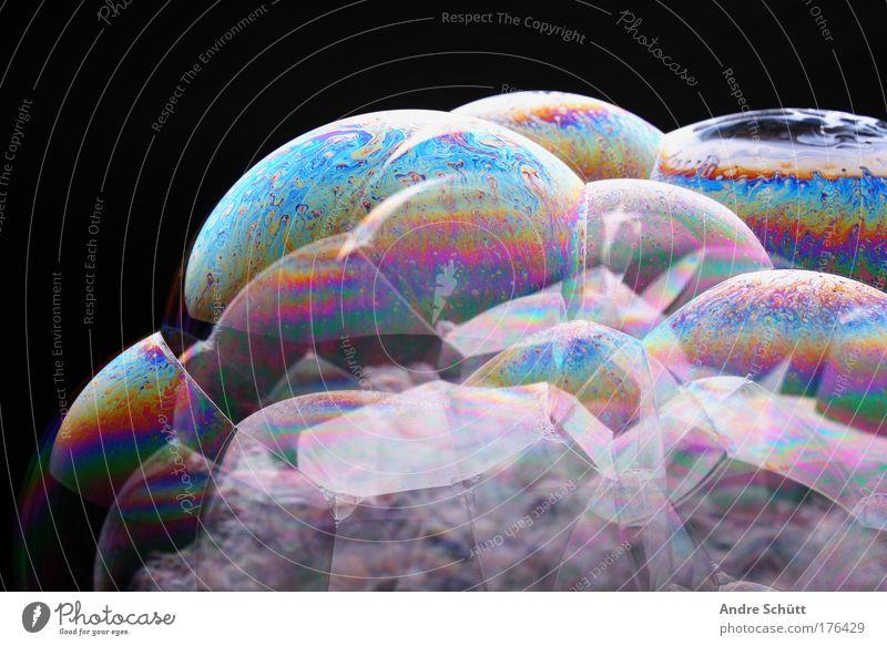 Planet Soap V Farbfoto mehrfarbig Studioaufnahme Nahaufnahme Detailaufnahme Menschenleer Textfreiraum links Textfreiraum oben Hintergrund neutral Kunstlicht
