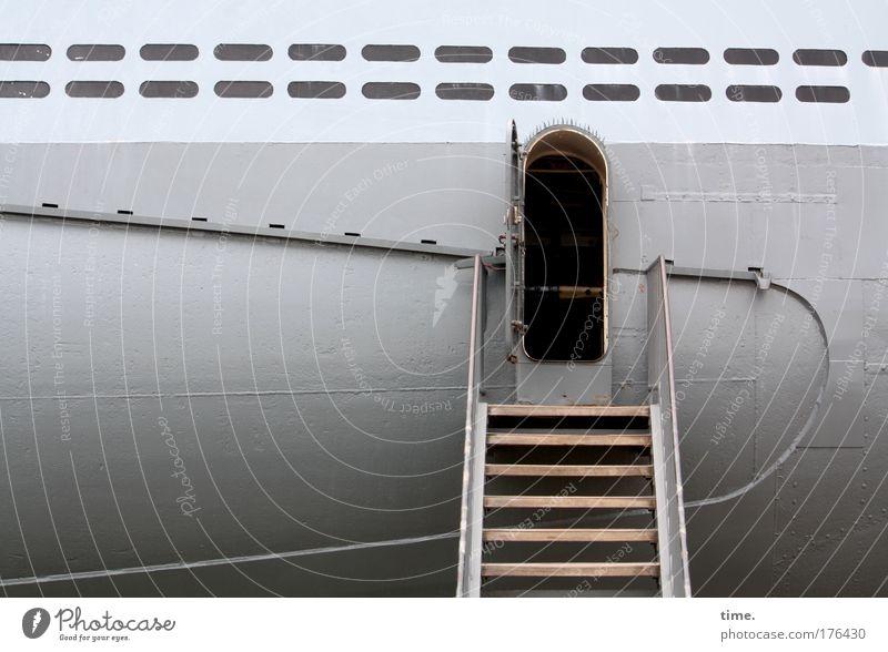 [KI09.1] - Was am Strand so rumliegt ... Wasser Meer grau Wasserfahrzeug Treppe historisch Eingang Museum Fahrzeug Blech schwer Kapitän Luke Besichtigung U-Boot