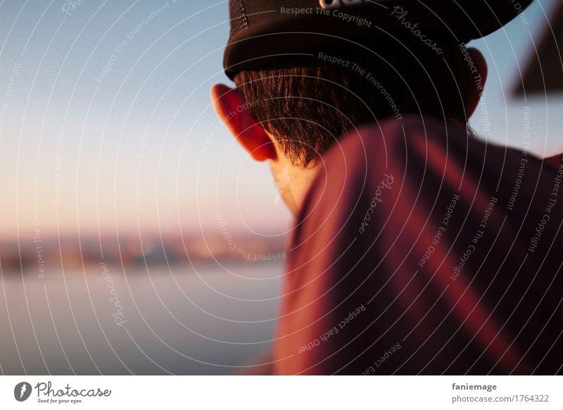 horizon maskulin Junger Mann Jugendliche Erwachsene Kopf Schulter 1 Mensch 18-30 Jahre trendy Baseballmütze Erholung Sonnenuntergang Blick Wegsehen Hinterkopf