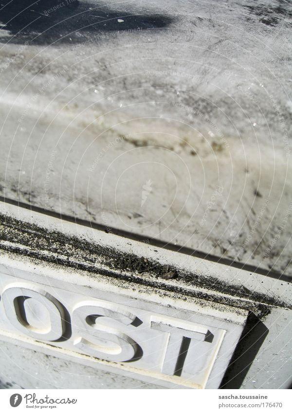 OST alt weiß schwarz kalt Graffiti grau dreckig trist Schriftzeichen Kommunizieren Kultur Güterverkehr & Logistik nah Kunststoff Dienstleistungsgewerbe DDR