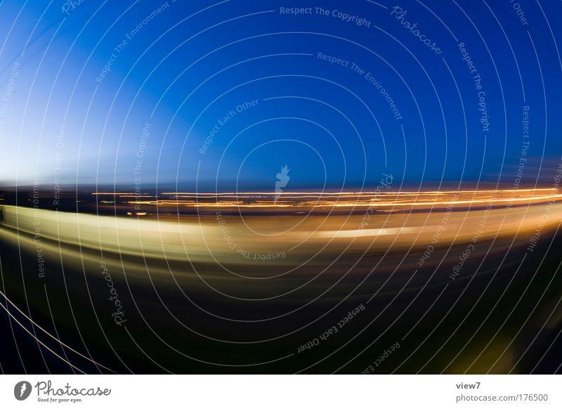 Fernverkehr Himmel Natur blau Ferien & Urlaub & Reisen gelb Straße Bewegung Kraft elegant außergewöhnlich Verkehr modern Geschwindigkeit Wandel & Veränderung Coolness Streifen