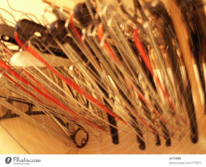 bügel3 grau orange Netz Häusliches Leben Gitter Kleiderbügel Kleiderschrank