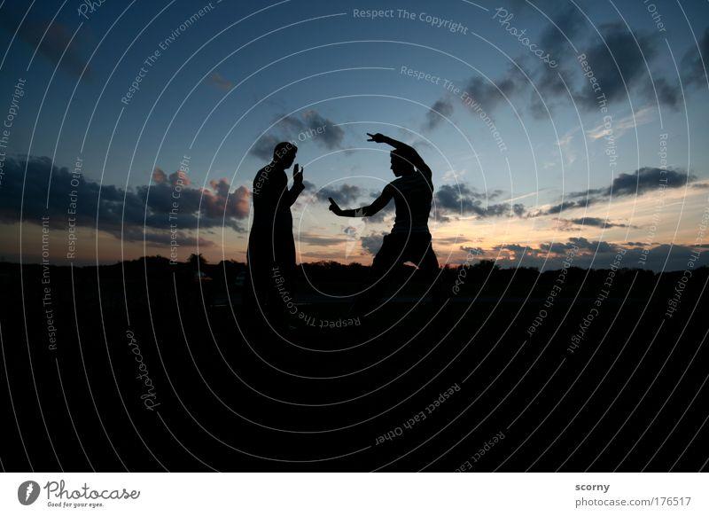 Schattenboxen Mensch Himmel blau Freude Wolken schwarz Erwachsene gelb Leben Freundschaft Horizont Kraft gold maskulin Abenteuer ästhetisch