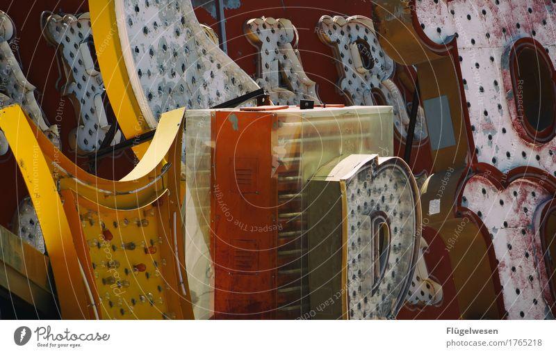 Buchstabensuppe Lampe Werbebranche Schriftzeichen alt Beleuchtung leuchten Farbe Farbstoff Werbung Neonlicht Leuchtreklame Leuchtbuchstabe Werbeschild werben