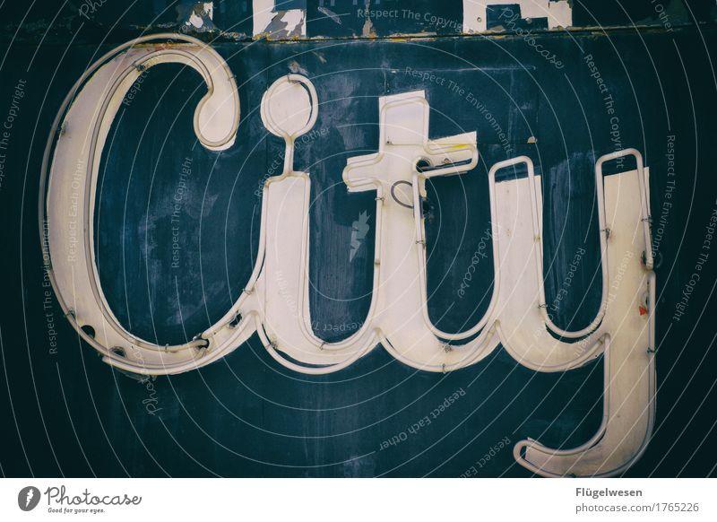 City Lampe Werbebranche Schriftzeichen alt Beleuchtung leuchten Farbe Farbstoff Werbung Neonlicht Leuchtreklame Buchstaben Leuchtbuchstabe Werbeschild werben