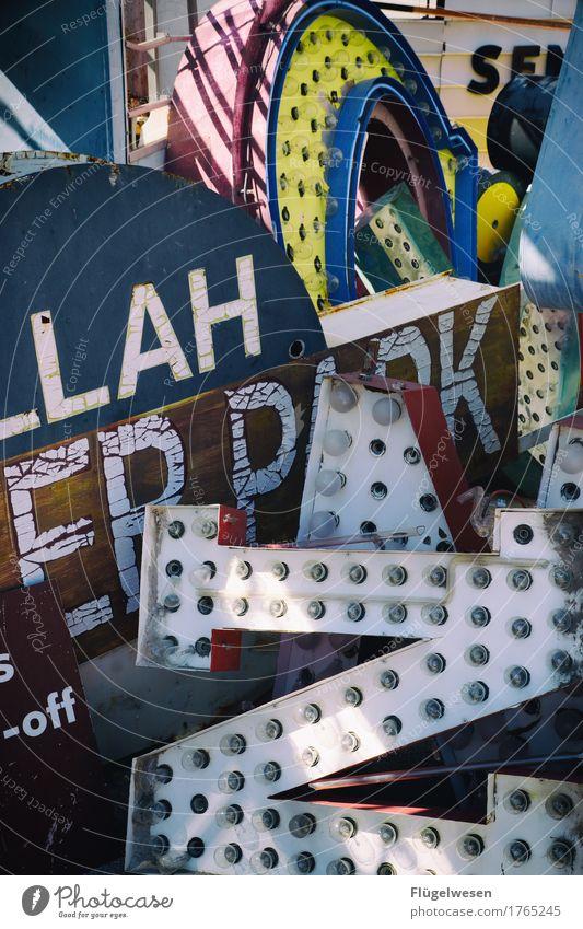 Wirrwarr Lampe Werbebranche Schriftzeichen alt Beleuchtung leuchten Farbe Farbstoff Werbung Neonlicht Leuchtreklame Buchstaben Leuchtbuchstabe Werbeschild