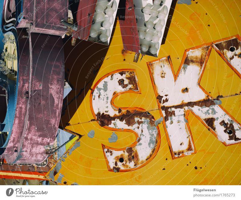 SKY Lampe Werbebranche Schriftzeichen alt Beleuchtung leuchten Farbe Farbstoff Werbung Neonlicht Leuchtreklame Buchstaben Leuchtbuchstabe Werbeschild werben