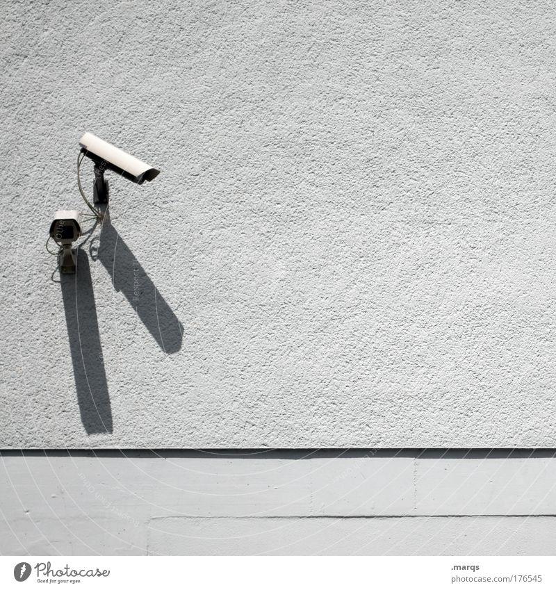 C U Mensch Gebäude Angst Sicherheit Kommunizieren beobachten Neugier Wachsamkeit Videokamera Kontrolle Politik & Staat Video Linse Überwachung privat Überwachungskamera