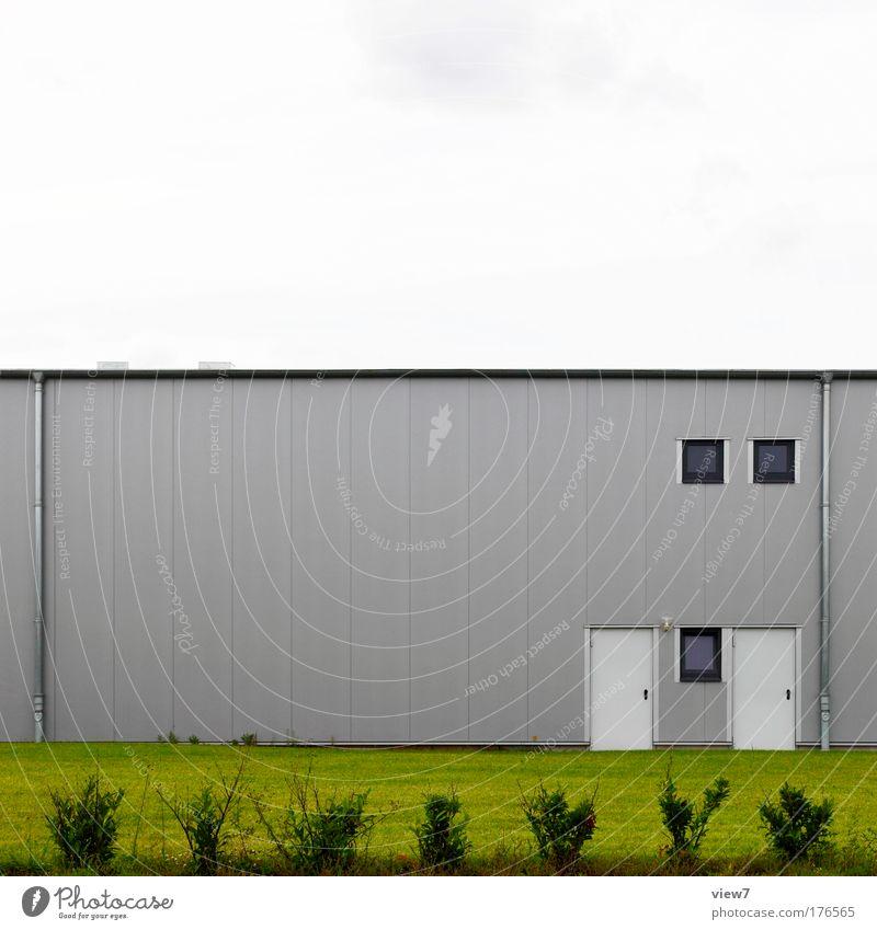 Doppel Himmel Natur grün Haus kalt Wand Fenster Gras Stein Mauer Metall Linie Tür elegant Fassade groß