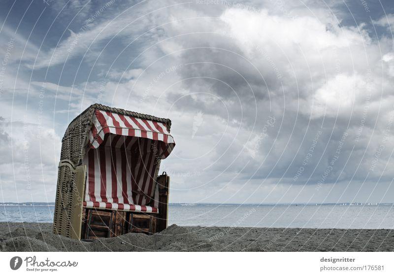 Strandkorb schön Meer Sommer Strand Ferien & Urlaub & Reisen ruhig Ferne dunkel Freiheit Zufriedenheit Kraft Horizont Sicherheit Insel authentisch bedrohlich
