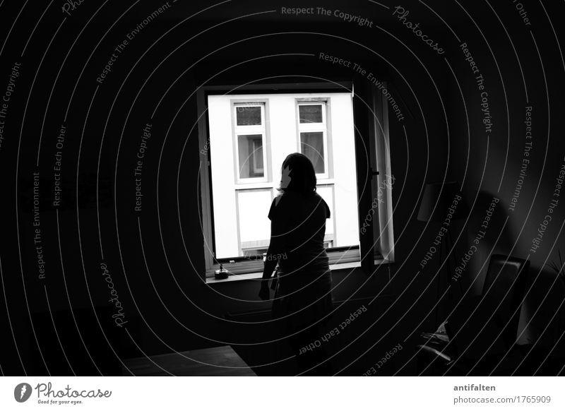 Raucherbereich Mensch Frau Haus Fenster dunkel schwarz Erwachsene Wand Leben Traurigkeit Lifestyle feminin Familie & Verwandtschaft Mauer Fassade Freundschaft