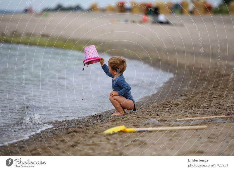 am strand Glück Spielen Ferien & Urlaub & Reisen Sommer Strand Meer Kind Junge 1-3 Jahre Kleinkind 3-8 Jahre Kindheit Natur Ostsee Spielplatz bauen genießen