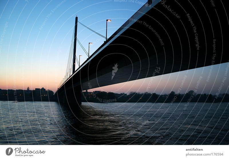 Die Oberkasseler Städtereise Düsseldorf Brücke Natur Wasser Himmel Wolkenloser Himmel Nachthimmel Horizont Fluss Rhein Rheinwiesen Stadt Stadtzentrum