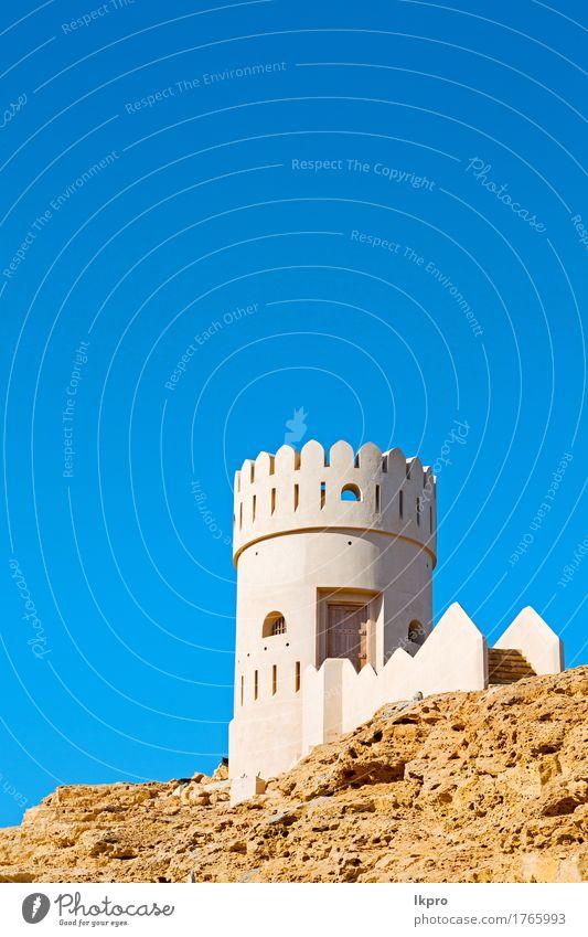R Backstein in Oman Muskat die alte Defensive Ferien & Urlaub & Reisen Tourismus Himmel Klima Hügel Felsen Kleinstadt Burg oder Schloss Gebäude Architektur