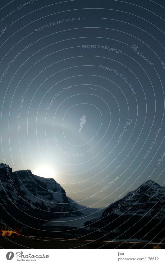 Columbia Icefield Himmel Natur blau Wasser Ferien & Urlaub & Reisen Sommer Ferne Straße Berge u. Gebirge Bewegung PKW Eis Zufriedenheit glänzend Stern Tourismus