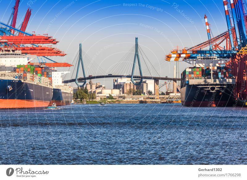Containerhafen und Köhlbrandbrücke in Hamburg Meer Hafenstadt Skyline Sehenswürdigkeit Verkehr Verkehrsmittel Verkehrswege Autobahn Brücke Schifffahrt