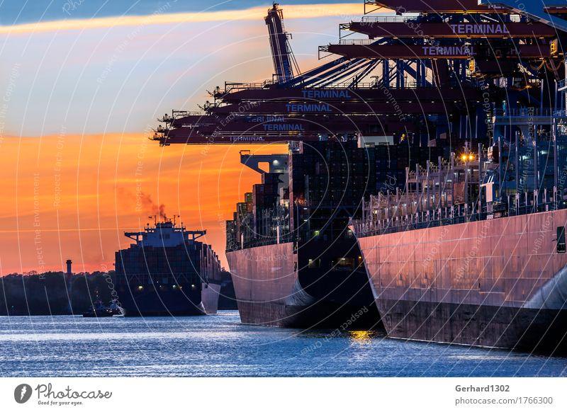 Containerschiffe im Hamburger Hafen bei Nacht Industrie Wasser Sonnenaufgang Sonnenuntergang Hafenstadt Verkehr Verkehrsmittel Schifffahrt
