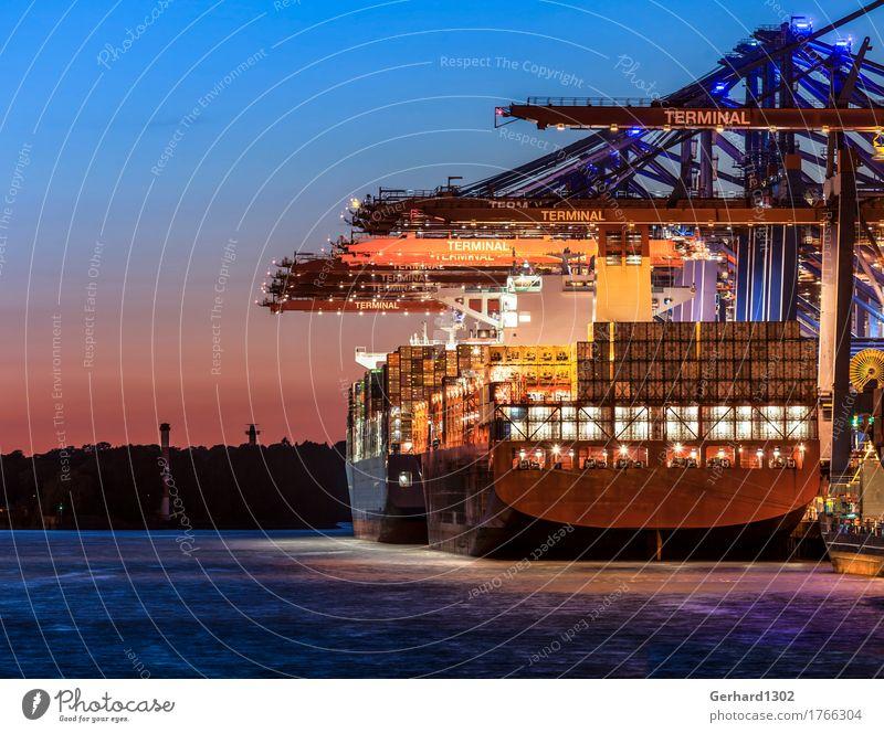 Containerschiff in der Abendsonne im Containerhafen Hamburg blau Wasser Business orange Kraft gold Hamburg Güterverkehr & Logistik Hafen Sehenswürdigkeit Wirtschaft Schifffahrt Container Hafenstadt Industrieanlage laden