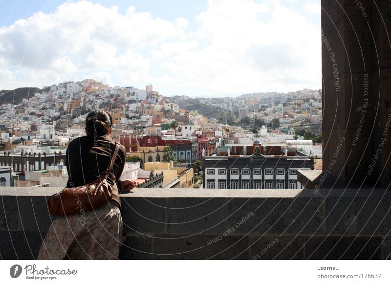 Las Palmas Frau Mensch Ferien & Urlaub & Reisen ruhig Erholung feminin träumen Denken Stimmung Architektur Erwachsene Hoffnung Zukunft Wunsch Unendlichkeit