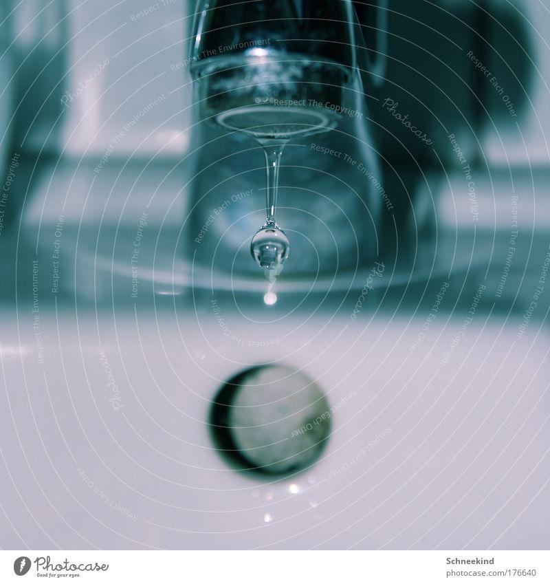 Wassermaschine nass Trinkwasser Wassertropfen Küche Reinigen beobachten Bad fallen Fliesen u. Kacheln silber Haushalt Abfluss Waschbecken Stahl Reinlichkeit