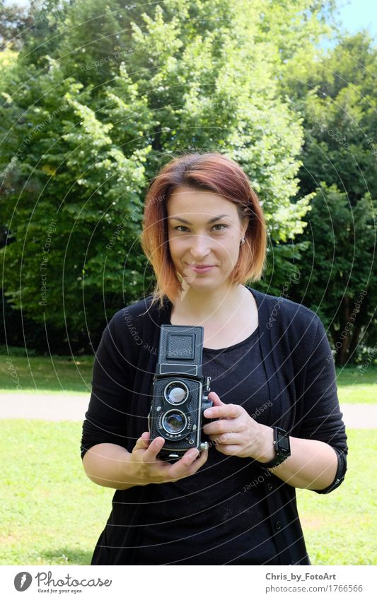 chris_by_fotoart Fotografie Fotografieren Junge Frau Jugendliche Erwachsene 1 Mensch 18-30 Jahre Kunst Landkreis Esslingen Park T-Shirt Jacke Ohrringe