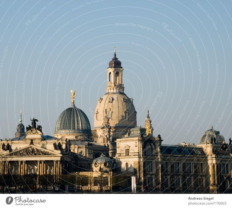 Guten Morgen Dresden Farbfoto Außenaufnahme Menschenleer Schatten Sonnenlicht Wolkenloser Himmel Schönes Wetter Stadt Stadtzentrum Altstadt Bauwerk