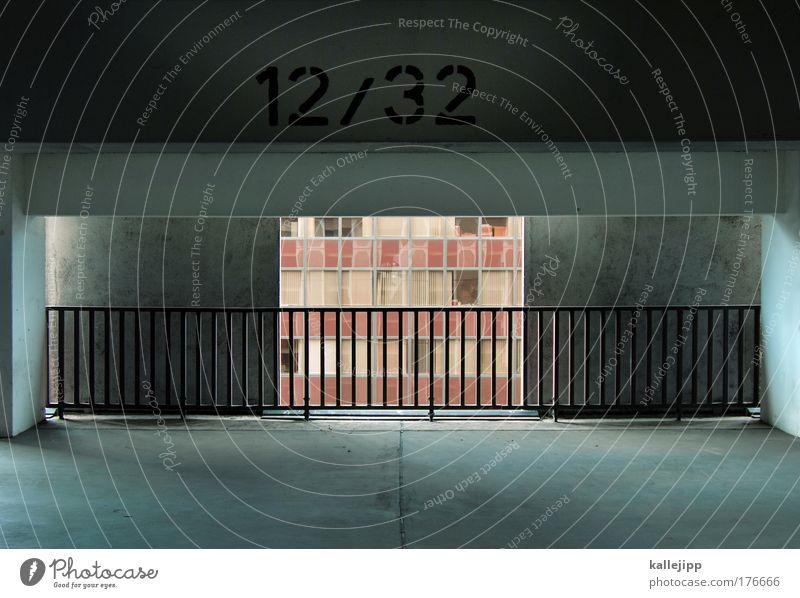 voll auf die 12 Wand Fenster grau Traurigkeit Mauer Gebäude Kraft Architektur Beton Hochhaus Bankgebäude Aussicht Schriftzeichen Ziffern & Zahlen Zeichen