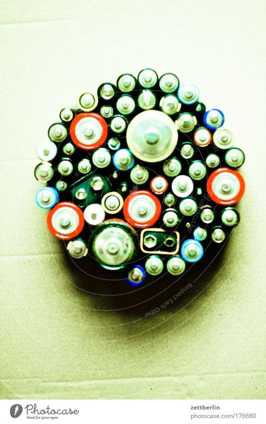 Batterien Energie Energiewirtschaft Elektrizität Müll Spannung elektrisch Batterie Versorgung Taschenlampe Physik Lampe Plus Stromkreis Sondermüll