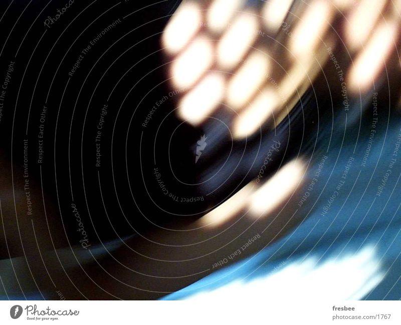 sommernachmittag Licht Streifen Bewegungsunschärfe Fototechnik Reflexion & Spiegelung blau Punkt Dynamik Arme Unschärfe