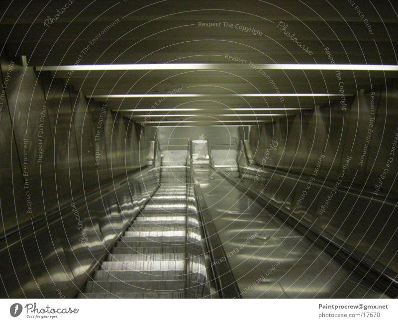 Fahrt ins Ungewisse Rolltreppe Paris Licht Elektrisches Gerät Technik & Technologie abwärts Treppe