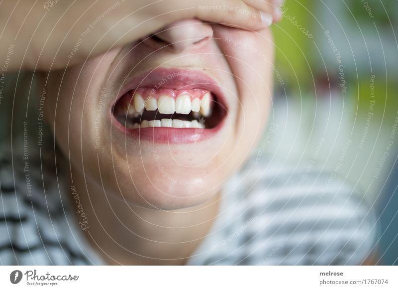 schöne Zähne Gesicht Mundhygiene Zahnpflege Gesunde Ernährung Mädchen Kindheit Jugendliche Nase Lippen Hand Finger Schulter Hals 1 Mensch 8-13 Jahre