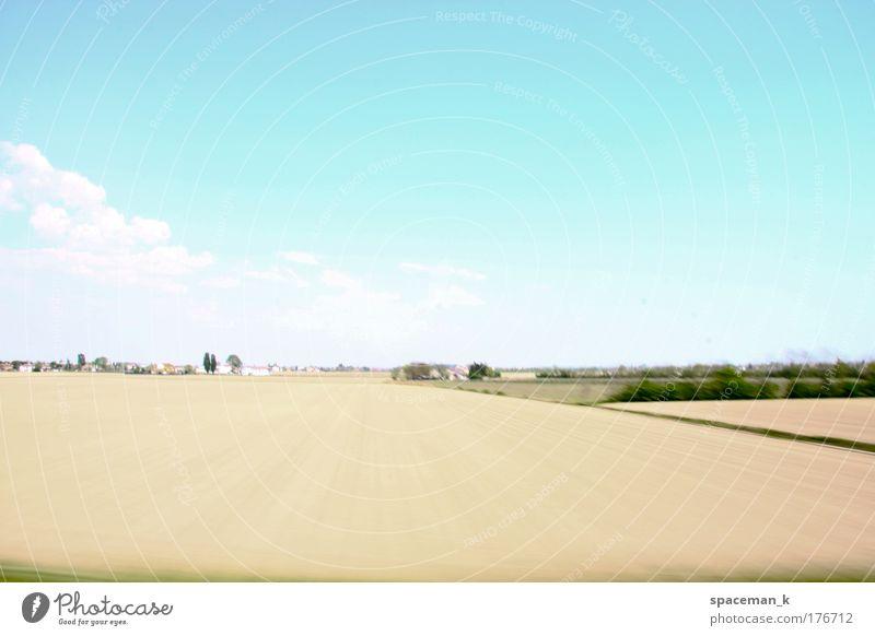 Bruchteil einer Autofahrt II Himmel Natur blau Ferien & Urlaub & Reisen Sommer Wolken Ferne Umwelt Landschaft Horizont Feld gold groß Ausflug Abenteuer fahren