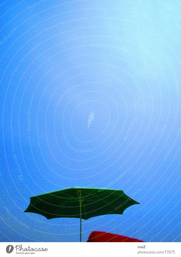 sunshade Himmel Sonne blau Sommer Strand Wolken Europa Sonnenschirm Hochformat