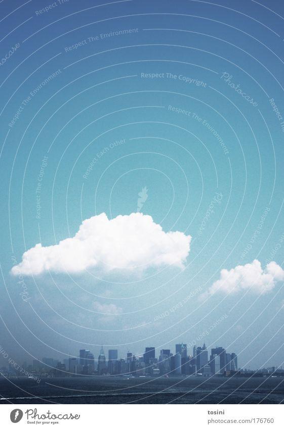 downtown new york Wasser Himmel Sonne blau Sommer Haus Wolken Ferne Stil Architektur groß Hochhaus Perspektive Insel USA