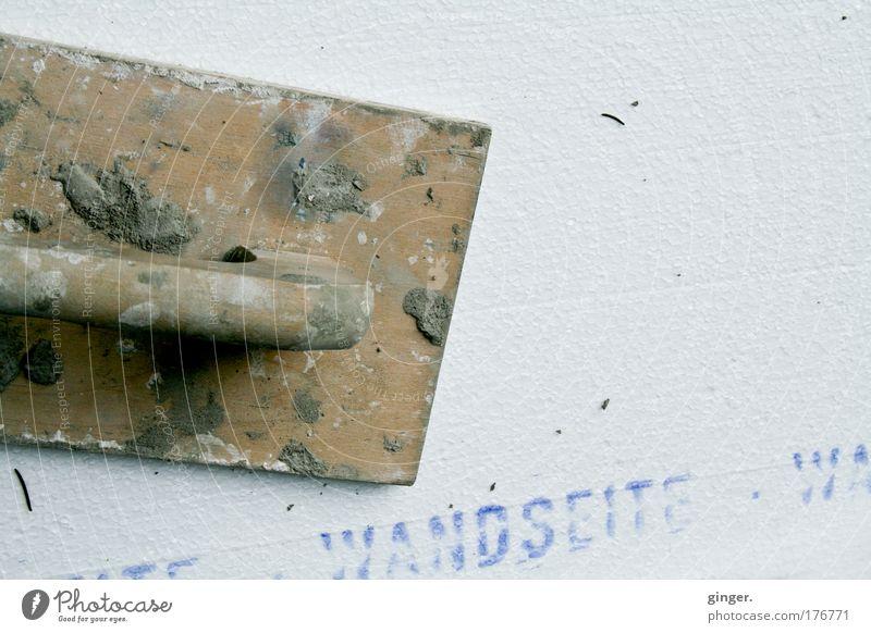 Wandseite Arbeit & Erwerbstätigkeit Schriftzeichen Buchstaben Baustelle Isolierung (Material) Werkzeug Umweltschutz bauen Handwerker Mörtel Zement Wärmeisolierung Maurerkelle
