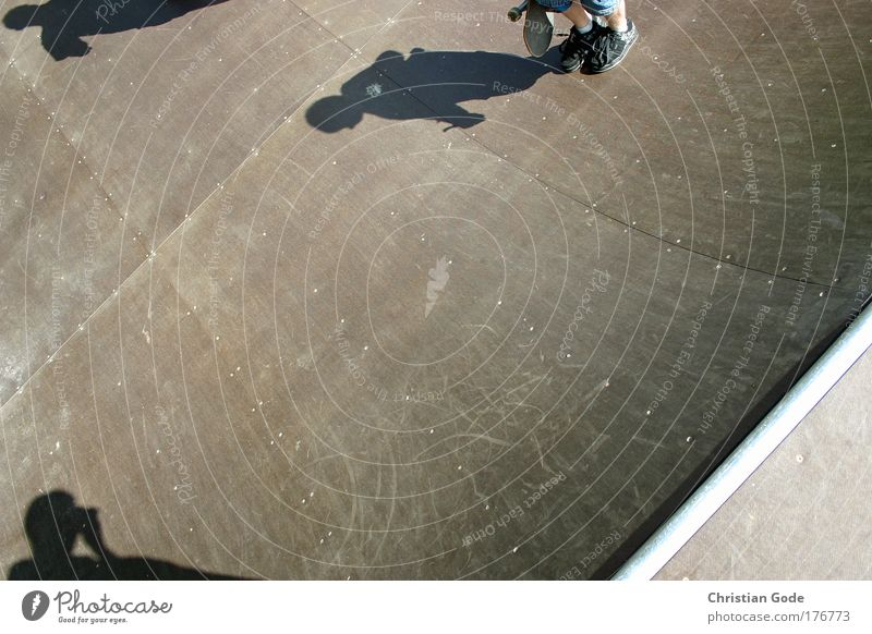 200 Sport Garten Schuhe Beine Lifestyle fahren Bodenbelag Freizeit & Hobby Skateboarding Fotograf Fotografieren Halfpipe Rampe Beruf rocken